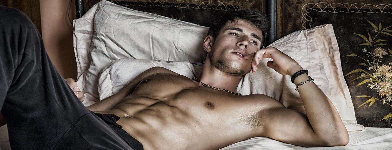 Gaykontakte - Er sucht Ihn